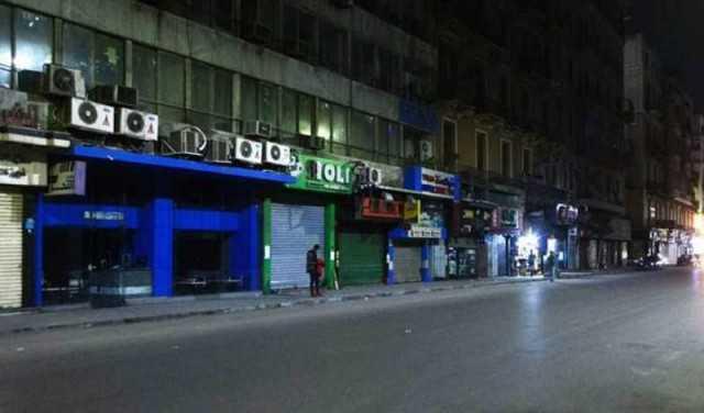 مدير أمن القاهرة يتفقد شوارع العاصمة للتأكد من الالتزام بقرارات الغلق