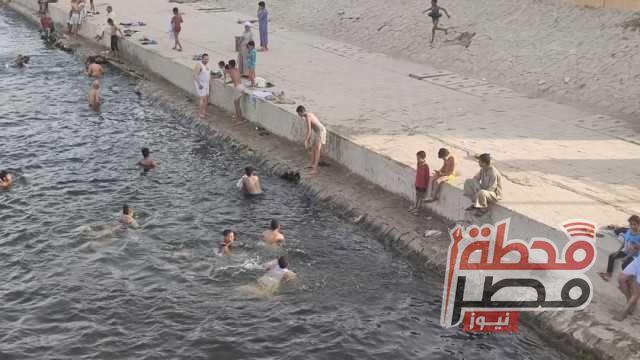 «بورتو الغلابة».. نهر النيل والترع ملاذ «الإسناوية» في نهار رمضان | صور