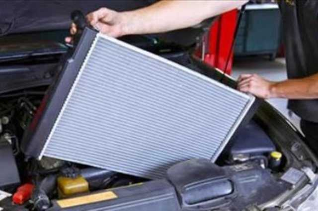 حماية دورة التبريد.. تعرف على أهمية فحص الرادياتير وخراطيم مبرد المحرك