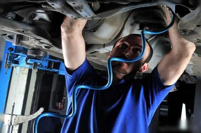 مصري يبتكر سيارة تعمل بالهواء المضغوط