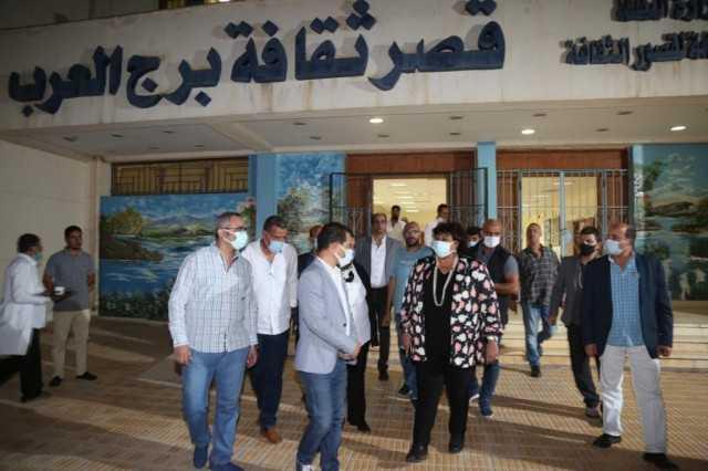  إيناس عبد الدايم تتفقد قصر ثقافة برج العرب