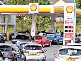 بريطانيا تضع الجيش في حالة تأهب بسبب أزمة الوقود