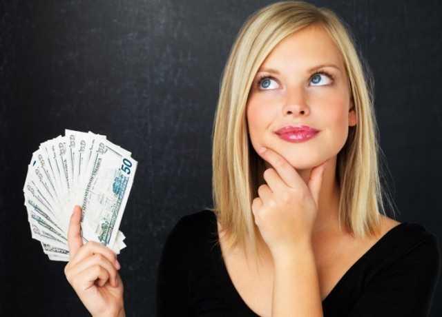 الإفتاء توضح حكم كتابة مال وممتلكات الزوجة باسم الزوج
